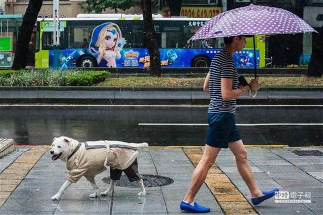 因東北季風增強,中央氣象局針對基隆市、新北市及宜蘭縣發布大雨特報。(圖/示意圖,資料照)