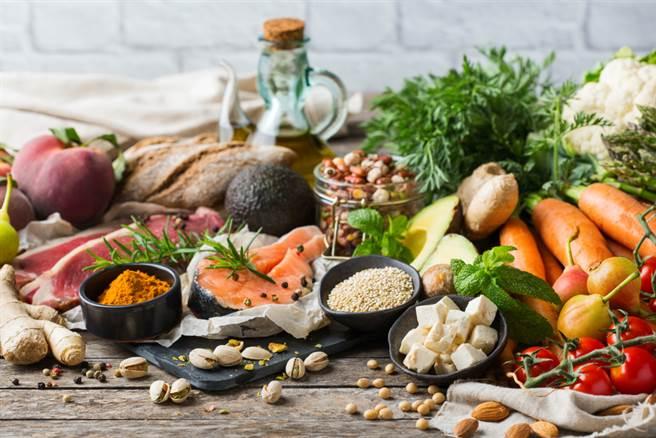 美國醫學會期刊JAMA發表一則報告指出,地中海飲食指數較高的人,可以降低勃起功能障礙的發生率。(示意圖/Shutterstock)
