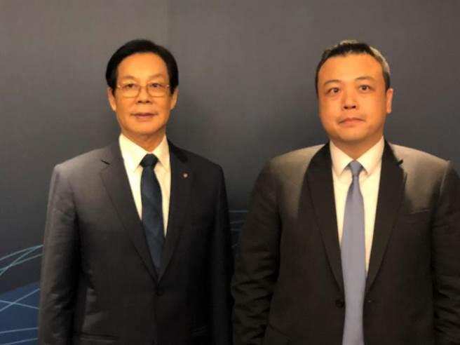 (上洋產業董事長吳明富(左)、總經理吳國華兩父子。圖/沈美幸攝)