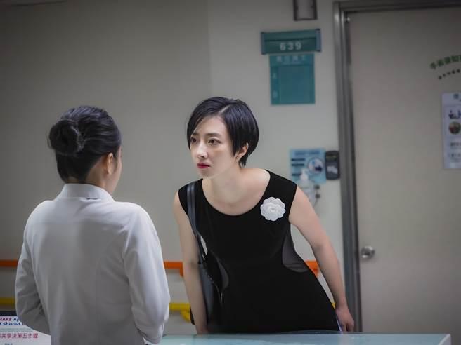 桂綸鎂在片中「歇斯底里」演出精采又貼近真實。(甲上娛樂提供)