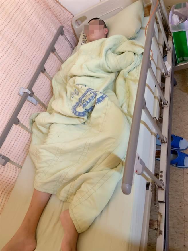 高雄林小弟因腦瘤住院治療,網友發揮愛心義賣籌措醫藥費。(林媽媽提供/柯宗緯高雄傳真)