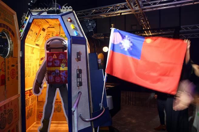 《星際大騙局之登月計劃》是《返校》導演徐漢強執導,由台灣人偽造登月的互動式喜劇VR沈浸式動畫,體驗者將扮演台灣第一位登陸月球的太空人。(鄧博仁攝)