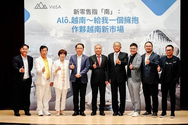 越南商務加速器VeSA舉辦電商相關活動,分享越南市場從稅務、法務、企業落地、網紅行銷及跨境電商等實戰功略與趨勢。(新北市經發局提供/葉德正新北傳真)