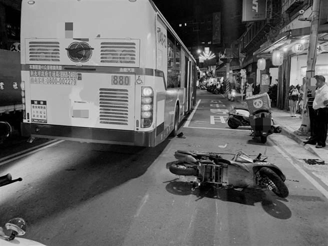 20歲熊貓外送員泰山對撞公車 外送員爆血傷重不治(戴上容翻攝)