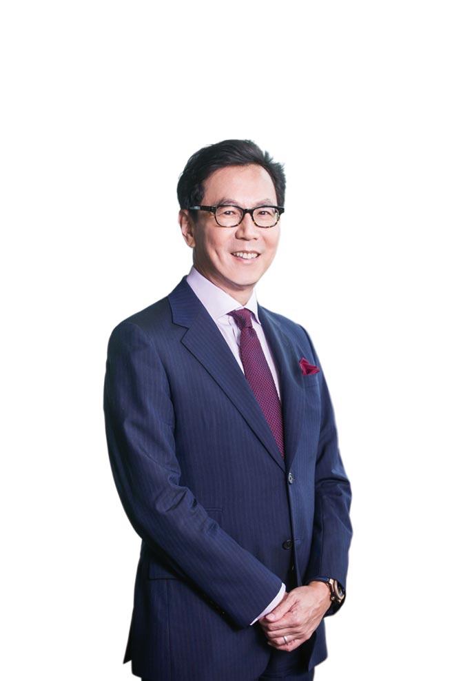 台灣大哥大連續四年獲選最高等級「世界指數」(DJSI World)排行榜,董事長蔡明忠表示,為善盡企業永續責任,台灣大不僅全面回應17項聯合國永續發展目標,也是全台電信與服務業首家通過SBTi目標審核的企業。圖/台灣大提供