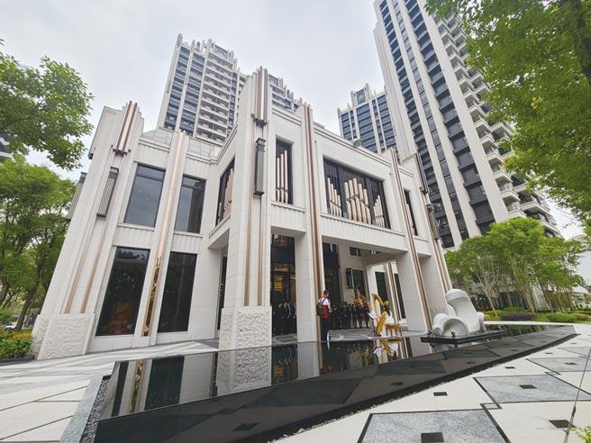 城揚建設推出的「城揚御廳苑」,耗資3億元,打造285坪的獨立會館,成為建案亮點。圖/顏瑞田