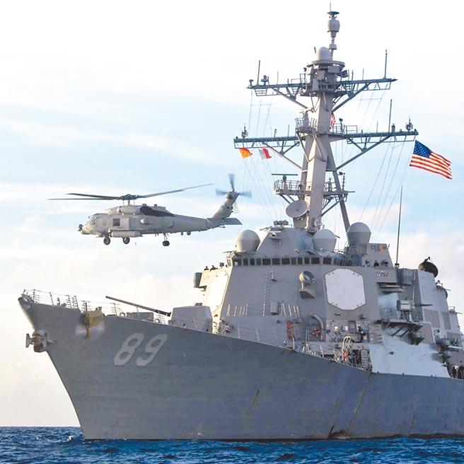 美国选前两岸紧张,美国机舰频繁穿越台海。图为美国伯克级神盾驱逐舰马斯廷号。(摘自美国海军马斯廷号USS Mustin脸书)