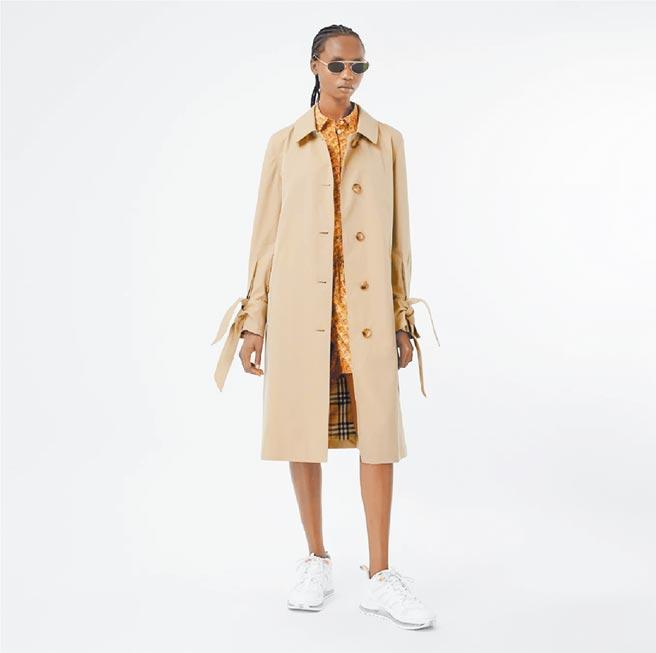 微风「BREEZEONLINE」BURBERRY热带Gabardine中长大衣,6万5000元。(微风提供)