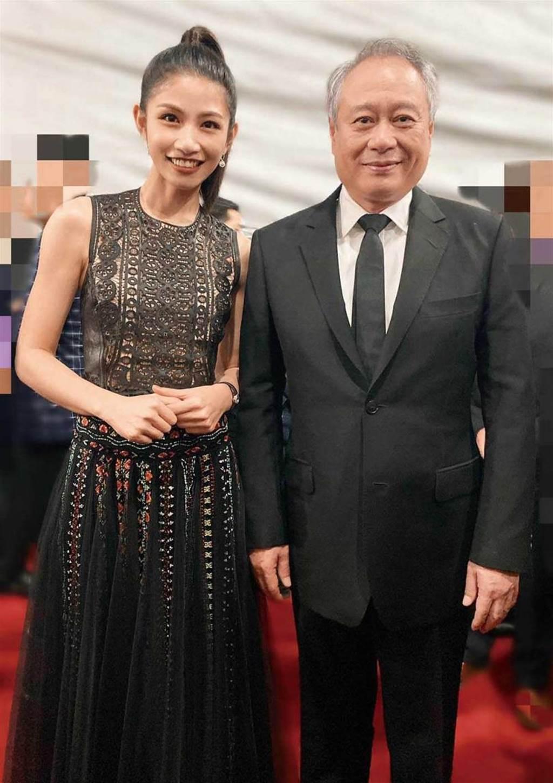 全方位發展事業的李千那,去年擔任金馬獎頒獎人,在後台與導演李安合照。(圖/翻攝自李千那臉書)