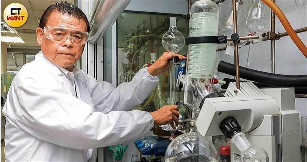 在美國藥廠擔任新藥研究專家的林國鐘博士,54歲返台創設藥華醫藥,正值人生巔峰期。(圖/馬景平攝)