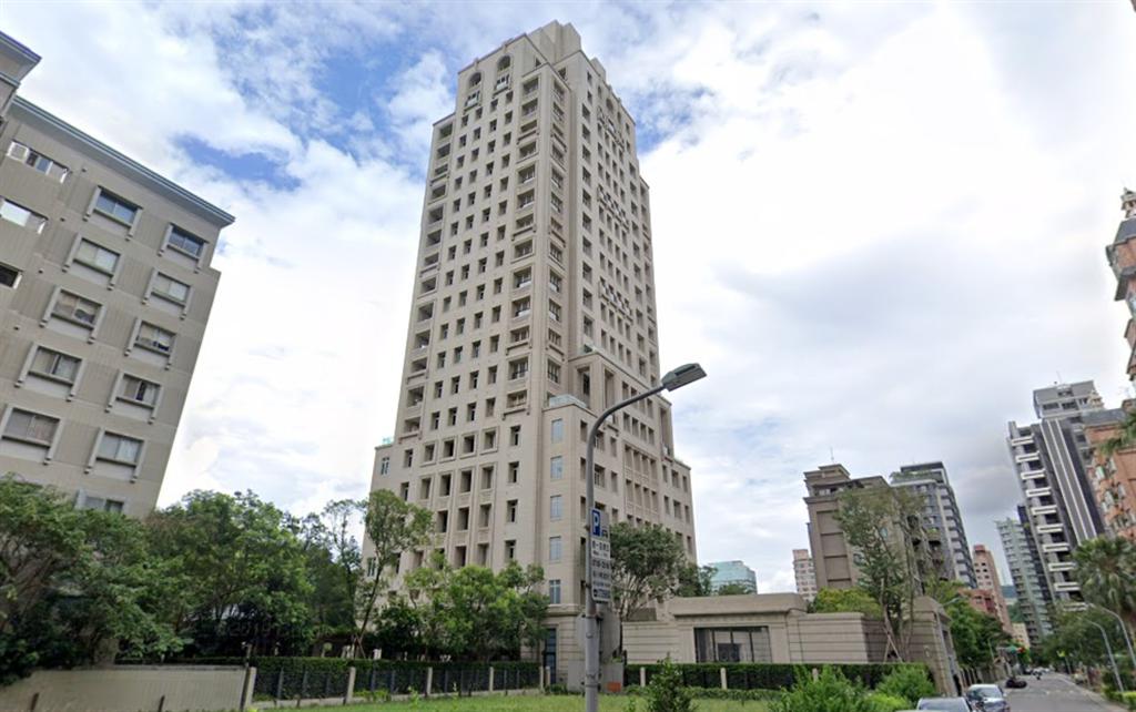 實價揭露信義區豪宅「文心信義」15樓最新交易,刷新單價紀錄,也成為今年信義區最貴豪宅。(翻攝自Google街景)