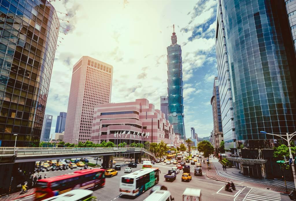 一名網友表示在台北工作也有幾年了,目前已有在台北置產的打算,房價高得讓他考慮小套房,但不少網友紛紛給他建議。(圖/示意圖,達志影像)
