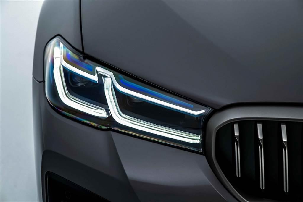 M5/M550i首發版皆標配全新設計之智慧型雷射頭燈。