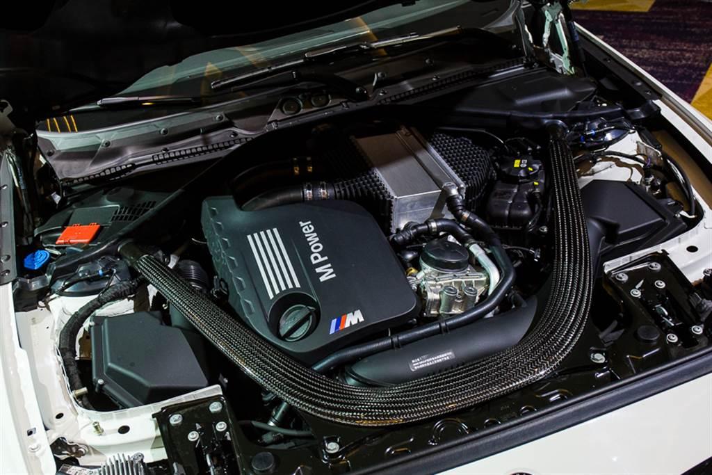 搭載動力再度提升的S58引擎,最大馬力達450hp。