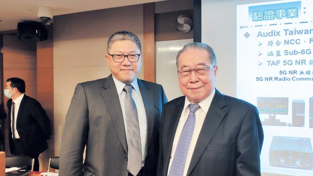 敦吉董事長鍾正宏(右)與總經理鍾元凱(左)。圖/柯宗沅