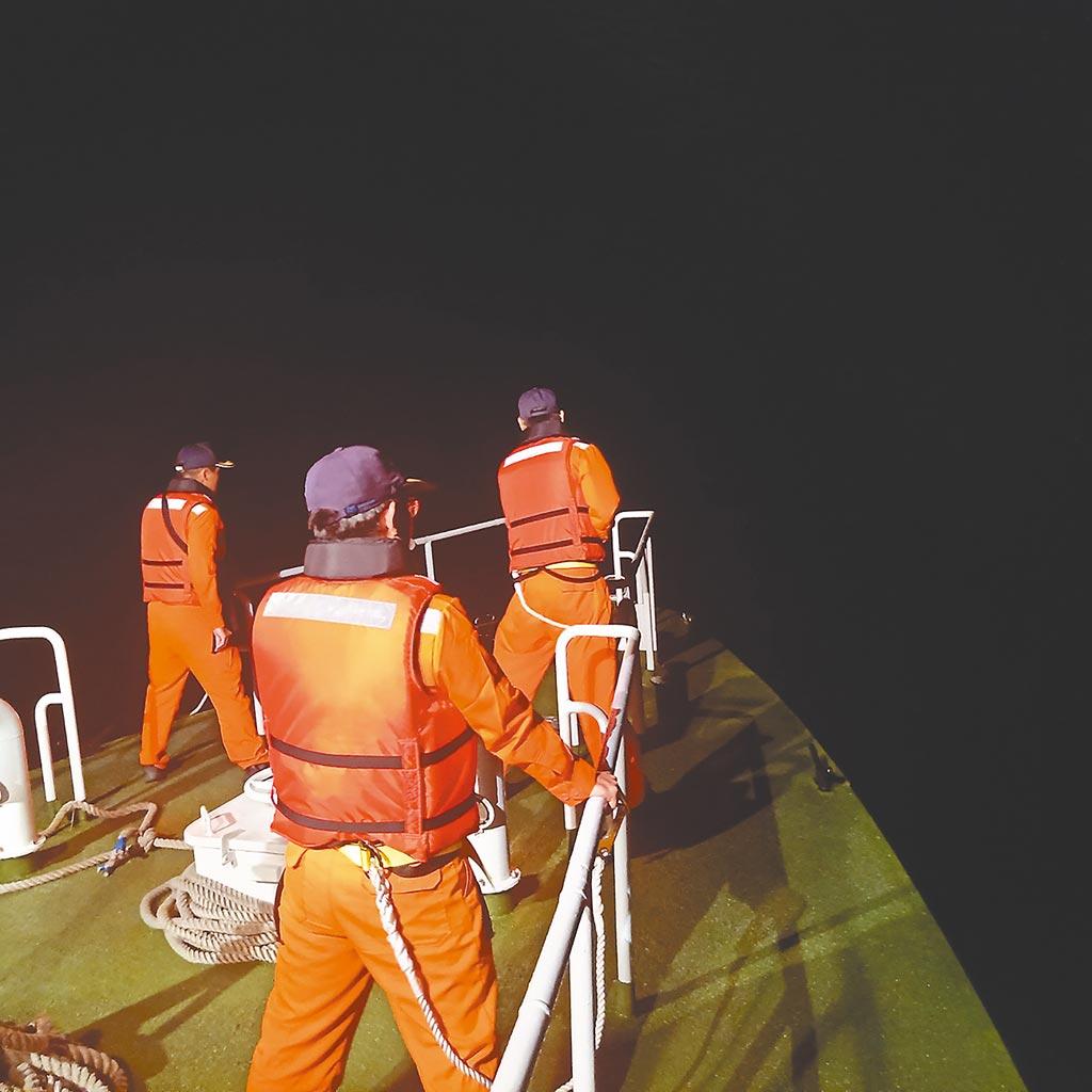 F-16A戰機夜航訓練失聯,海巡署獲報也派出1艦4艇搜救。(花蓮第六海巡隊提供)