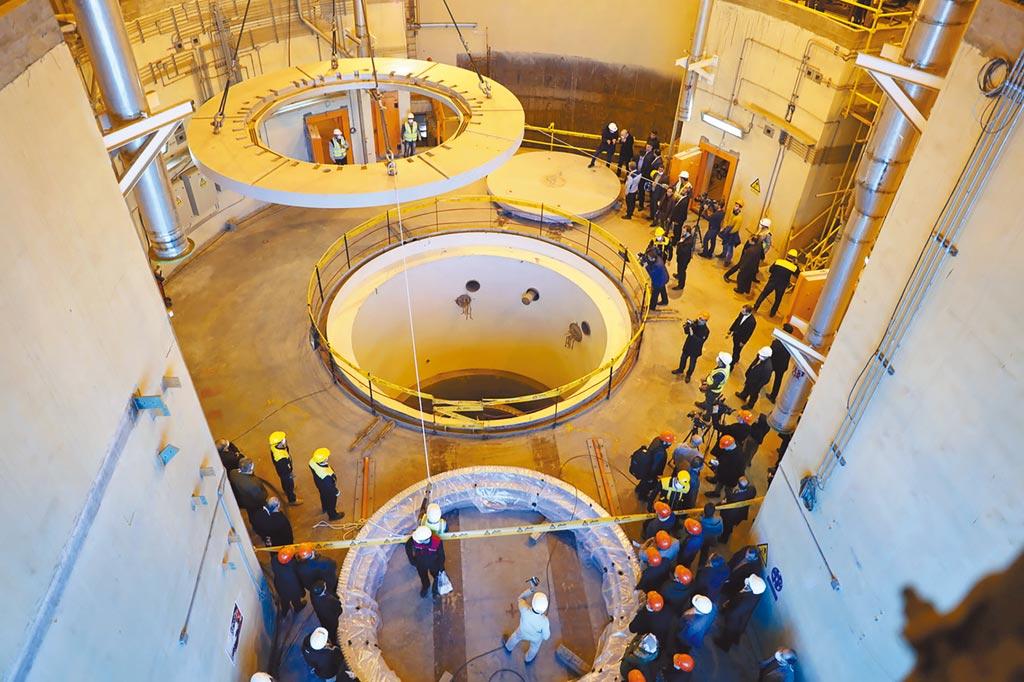位于伊朗中部阿拉克(Arak)的重水式核子反应炉,其中的第二迴路去年底开始运作。(美联社)