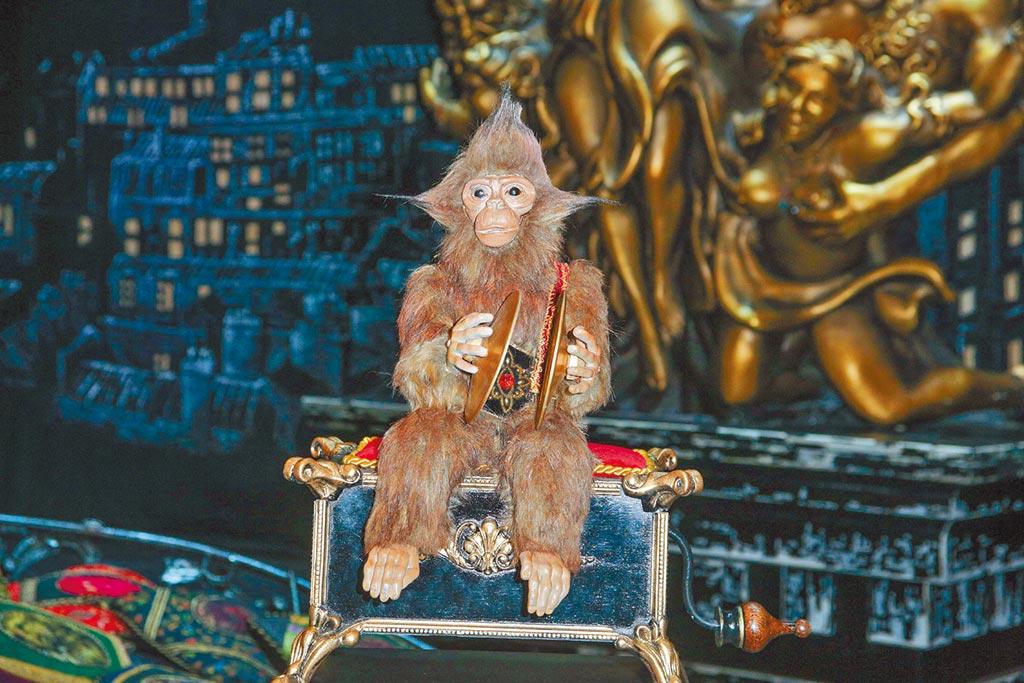 猴子音樂盒在《歌劇魅影》是貫穿全劇的重要道具。(吳松翰攝)