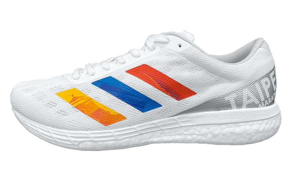 新光三越台北站前店adidas Adizero BOSTON台北馬拉松指定鞋款,3890元。(新光三越提供)