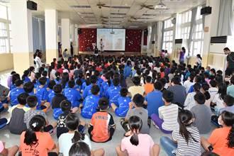 竹南最美鎮代化身親善大使 說故事給小朋友聽