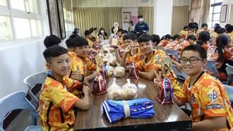 蘆洲國中足球隊戰績赫赫 市議員致贈獎盃