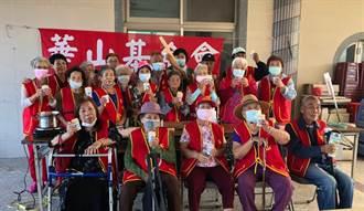 華山玉井站12周年茶會 長輩欣賞歌舞表演心情好