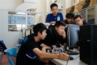 疫情助遠距上課 全球13萬名青年在Open P-TECH學習