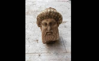 雅典的下水道工程 挖到古希臘時期神像