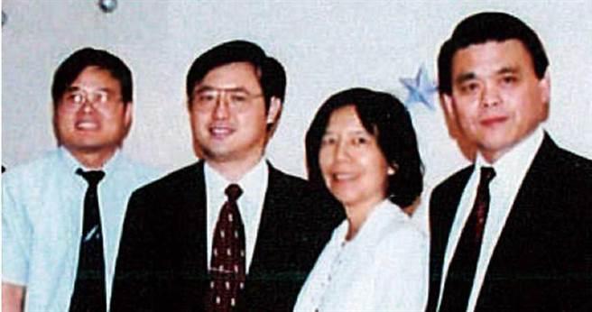 林國鐘、詹青柳與黃正谷攜手栽入新藥研發10多年,一路無怨無悔。(圖/藥華提供)