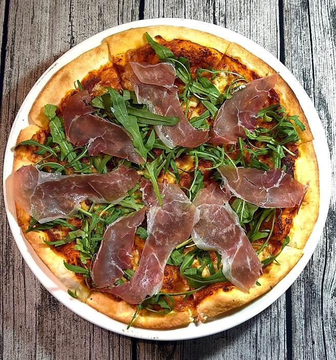 除了「台味Pizza」外,〈Alleycat's〉菜單上當然也有傳統義大利口味的Pizza可以選擇。(圖/姚舜)