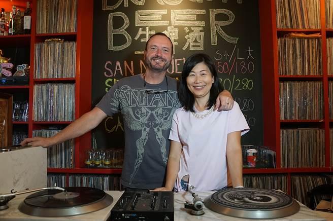 立足市場16年的〈Alleycat's〉,是由李孟萍和她英國籍先生湯姆斯一起創辦。(圖/姚舜)