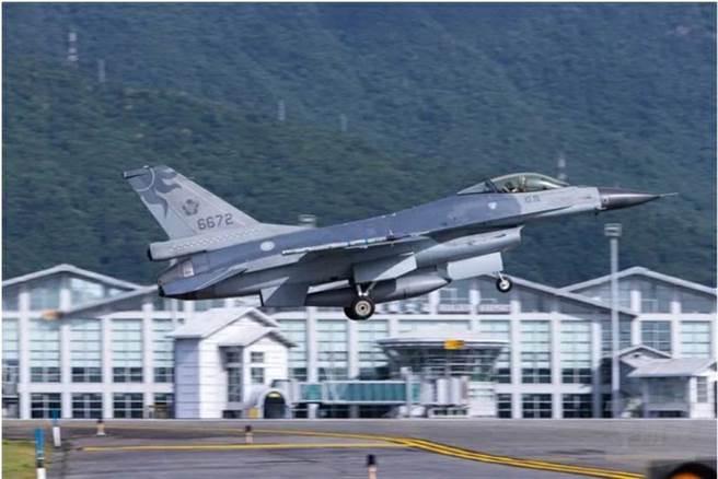 F-16單座戰機昨晚失聯的時間點,花蓮近海確實有對流雲系發展。此為F-16戰機示意圖。(資料照片)
