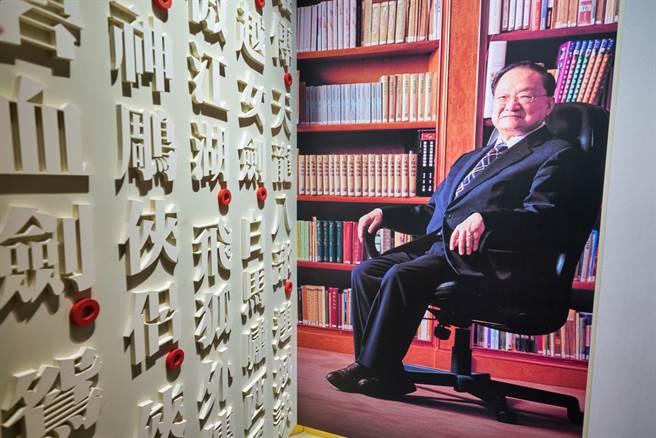 金庸武俠小說相較於哈利波特,似乎只有在華人圈比較受歡迎,讓人好奇背後原因,對此,許多網友認為翻譯是關鍵,中文博大精深,許多東西翻成他國語言,似乎就少了精髓。(圖/Shutterstock)