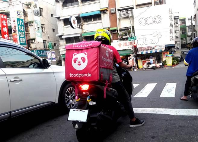 台北市警方統計,外送員交通事故平均每天約5.4件。(圖/示意圖,達志影像)
