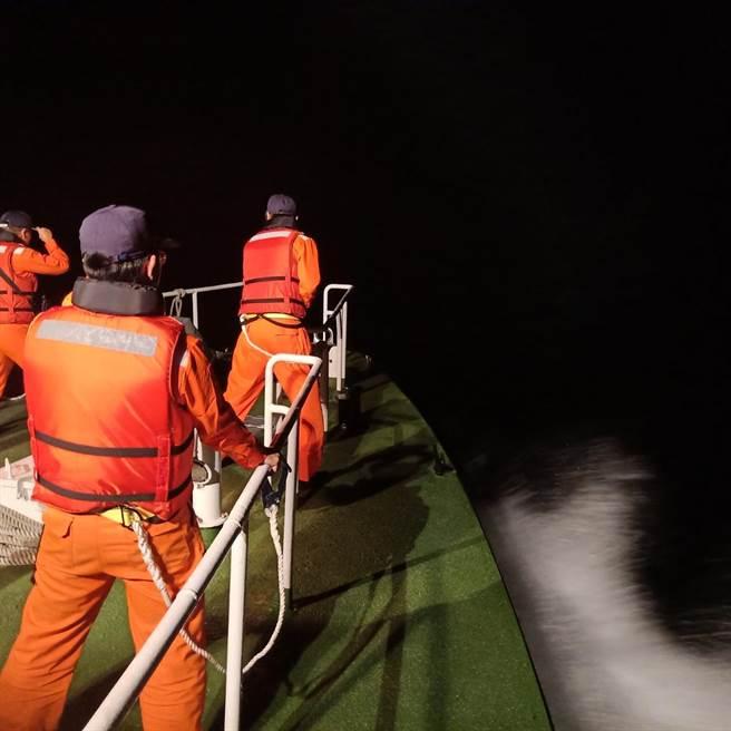 飛官蔣正志昨晚駕駛F-16從花蓮空軍基地起飛後失聯,海巡、海軍漏夜搜救,但到今天都無所獲。(羅亦晽翻攝)