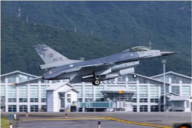 F-16戰機於昨晚6時7分雷達光點消失。(本報資料照)