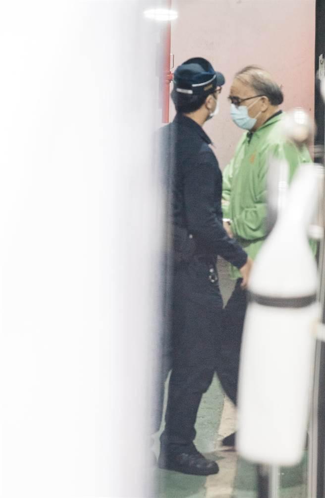 台北地院審理立委集體貪汙案,18日提羈押禁見中的藍委廖國棟開庭。(郭吉銓攝)