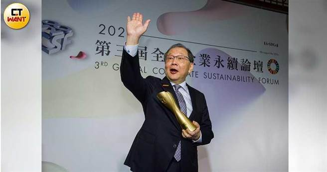 聯發科執行長蔡力行出席第3屆GCSF全球企業永續論壇,聯發科並獲頒台灣企業永續獎。(圖/黃威彬攝)