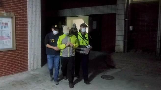 警方發現年約50歲艾男竟為來自埃及的外籍男子,且是涉及多案的通緝犯,依法移送花蓮地檢署偵辦。(警方提供提供/羅亦晽花蓮傳真)