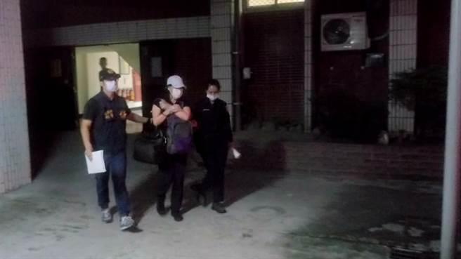 年約54歲的莊女被警方依藏匿犯人現行犯逮捕,移送花蓮地檢署偵辦。(警方提供提供/羅亦晽花蓮傳真)