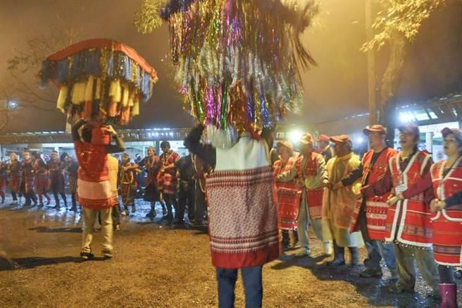 五峰鄉每2年1次的賽夏族矮靈祭,20日起在五峰鄉矮靈祭場展開。(羅浚濱攝)