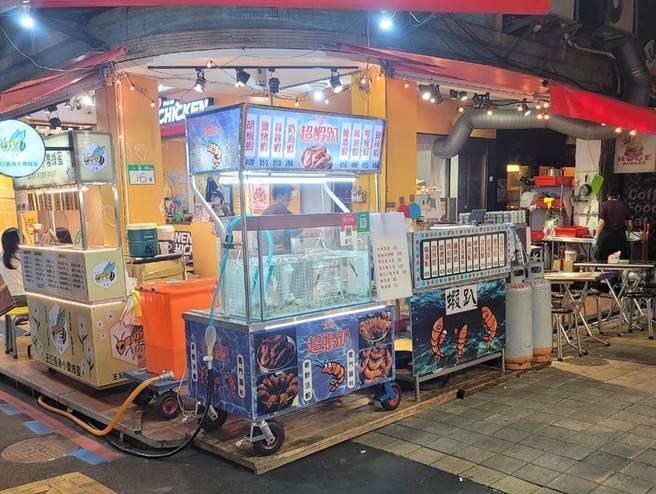 近日有民眾拍下士林夜市一家店販售「燒酒蝦」要價450元,質疑又在坑殺觀光客。(摘自我是北投人)