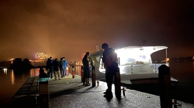 日管處11月14日晚間出動巡邏艇,進行聯合稽查。(日管處提供/黃立杰南投傳真)