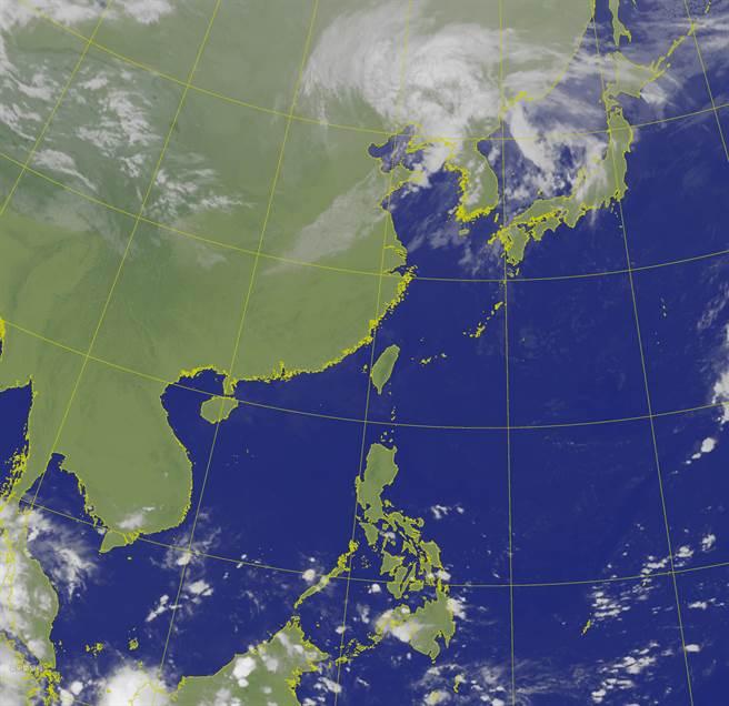 氣象局表示,明(19日)天氣與今日類似,各地天氣晴朗穩定,僅東半部沿海地區有零星降雨。(氣象局提供)