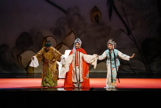 臺湾本士的臺湾崑剧团的「红楼.梦崑曲」,将于21日演示中国文学经典名着红楼梦中的豪门兴衰起落。图/臺湾崑剧团提供