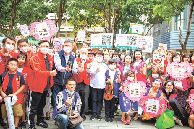 台中市長盧秀燕力挺在地社福,邀民眾網路投票做公益。圖/台新銀行公益慈善基金會提供