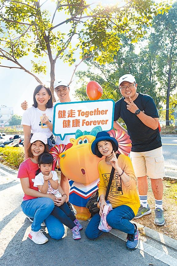 台湾人寿祖孙三代家庭健走活动,今年因应疫情改为线上活动。图/台湾人寿提供