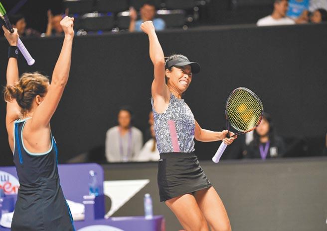 台湾职业女网一姐谢淑薇,成为台湾史上第2位双打年终球后。(新华社)