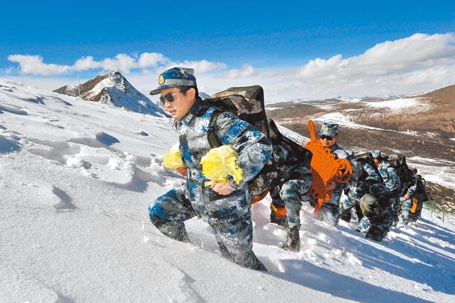 藏南离大陆核心区太远,物资供应难保障。(中新社)