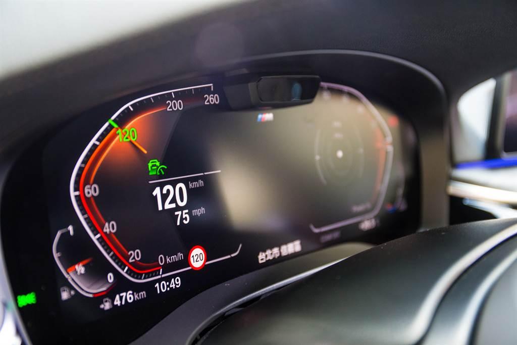 標配12.3吋數位儀錶,並可同步顯示智慧型手機連接之內建導航路線。
